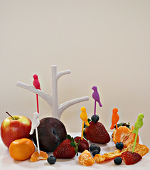 2018 Sydney: Lunch (dominotic) Tags: 2018 lunch food fruit birdfruitpicks yᑌᗰᗰy apple strawberry mandarin blueberry sydney australia