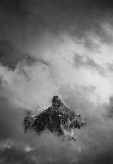 Le château dans le ciel (MEOT Youri) Tags: montagne moutain fog cloud nuag brume contraste contrast nb bw noiretblanc neige chamonix altitude roche roc austaire sombre