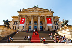 A grand staircase flanked by statues (Raoul Pop) Tags: stone relief building grand people staircase descriptor portico structure doric summer historic statue person neoclassic double technology object architecture column time doorway museum berlin germany de