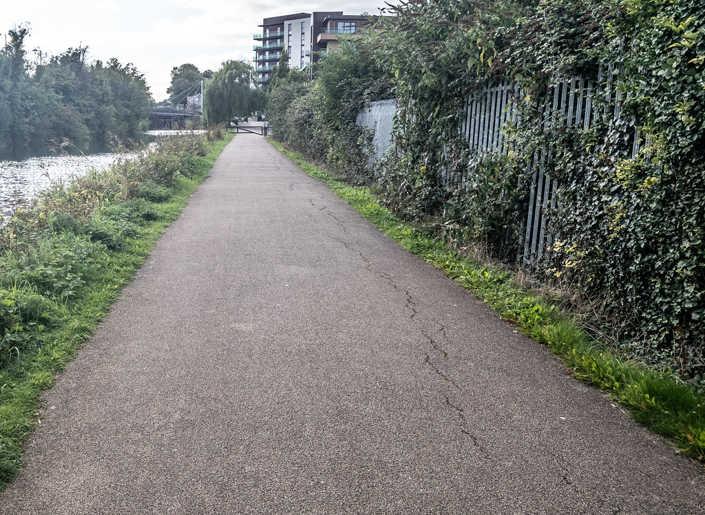 A WALK ALONG THE ROYAL CANAL [THE CRESCENT PARK AREA NEAR ASHTOWN]-143996