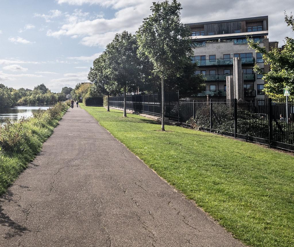 A WALK ALONG THE ROYAL CANAL [THE CRESCENT PARK AREA NEAR ASHTOWN]-143991