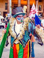 2010-01-28 Desfile Inaugural de Carnaval en Montevideo (22) - Desfile Inaugural de Carnaval (Umzug zur Eroeffnung des Karnevals) in Montevideo, Uruguay (mike.bulter) Tags: carnaval carnival centro desfileinauguraldelcarneval2010 karneval karnevalsumzug man mann menschen montevideo parade people southamerica suedamerika umzug uruguay ury