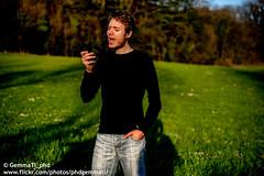 Cantando col cuore, scatto rubato (GemmaTi_phd) Tags: cantare singing portrait digital passione hobby allaperto ragazzo outdoor singer postproduzione darktones