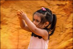 La petite fille qui découvrait les ocres.... / The little girl who discovered ochers (vedebe) Tags: couleurs enfant humain human people jeux portraits portrait