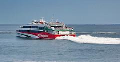 Katamaran Halunder Jet auf dem Weg nach Helgoland (antje whv) Tags: schiffe cuxhaven elbe ships