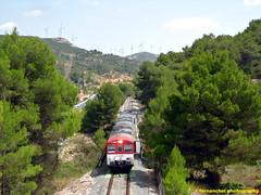 Tren de Cercanías de Renfe (Línea C-3) cruzando el puente sobre el río Buñol. Venta Mina. BUÑOL (Valencia) (fernanchel) Tags: adif ciudades renfe bunyol spain c3 поезд bahnhöfe railway station estacion ferrocarril tren treno train rodalies cercanias puente pont bridge
