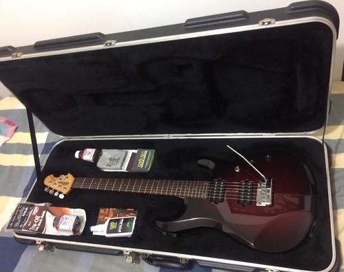 Guitarra eléctrica con accesorios 2017