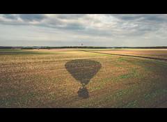 (Photo-LB) Tags: champ ciel route montgolfière ballon balloon nikon nikon1835 nikond800 rouge red