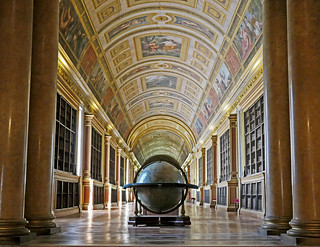 Château de Foutainebleau - the library called the Gallery of Diana