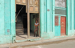 Waiting (www.benedicteladjevardi.com) Tags: cuba lahavane havana street rue streetphotography photoderue xt10 fujifilm architecture woman femme mujer colorful couleur green vert verde travel voyage door stairs