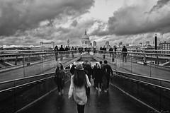 London Millennium bridge (Luis DLF) Tags: millenniumbridge london uk blackandwhite clouds people blur canon 70d puente londres