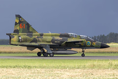 SE-DXO SAAB SK37E Viggen taxiing at Swedish Armed Forces Air Show 2018 (martindjupenstrom) Tags: saabinthesky saab saabsk37viggen fighterjet camouflage thunderbolt viggen classic military fighter mighty thunder swedishairforce flygvapnet uppsala uppsalagarnison luftstridsskolan camo camolivery saabaircraft cockpit aircraft grass airplane sky sedxo swedisharmedforcesairshow2018