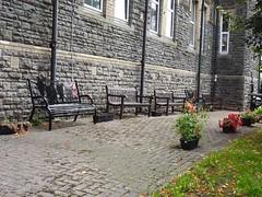 War Memorial Garden, Workers' Institute, Blaenavon, Pontypool 29 August 2018 (Cold War Warrior) Tags: warmemorial garden bench sculpture blaenavon pontypool ww1 ww2
