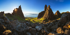 Scotland - The Storr Panorama (030mm-photography) Tags: rot schottland reise landschaft natur felsen granit skye highlands berge felsnadel uk vereinigteskönigreich sonnenaufgang see spiegelung wolken panorama sonne sunrise landscape nature travel thestorr isleofskye blue red green grün blau