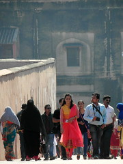 red fort red (kexi) Tags: agra india asia uttarpradesh redfort people tourists red girl samsung vertical wb690 february 2017