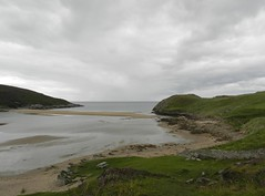 Achiniver Bay, Talmine, Sutherland, Aug 2018 (allanmaciver) Tags: achiniver beach bay sutherland talmine coast north peace quiet scotland bench steep descent grey clouds gloomy atmosphere allanmaciver