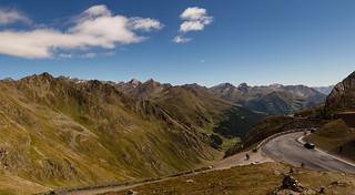 Panoramablick vom Timmelsjoch Richtung Passeiertal (Alto Adige), rechts im Hintergrund die Marmolada