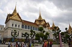 Grand Palace in Bangkok (hamid-golpesar) Tags: grandpalace palace thailand bangkok siam landscape owaysee outdoor tabriz travel iran hamid hamidowaysee hamidgolpesar tree people