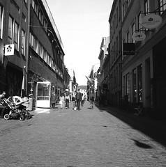 Vallgatan (rotabaga) Tags: sverige sweden svartvitt göteborg gothenburg lomo lomography lubitel166 fomapan r09 blackandwhite bw bwfp mediumformat mellanformat 120 6x6