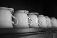 "CUPS : serie ""simple things"" (Guillaume DELEBARRE) Tags: noiretblanc nb blackandwhite bw canon 5dmarkiv tamron2470f28 5d4 f28 repetition répétition tasses monochrome alignement perspective ordinary dxo dxophotolab guillaumedelebarre minimalism simple"
