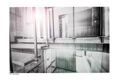 Das verlassene Bürogebäude / The abandoned office building (Reto Previtali) Tags: treppen stufen schweiz roveredo türen fenster digital flickr nikon schwarzweiss architektur büro gebäude sonne sonnenstrahlen geländer unscharf linien licht tag fotograf world europa