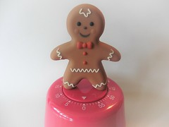 Kitchen timer (Hannelore_B) Tags: macro kurzzeitmesser timer kitchentimer lebkuchenmann gingerbreadman küchenhelfer kitchenhelper kitchenequipment measurement