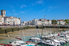 Low Tide In Old Port (La Rochelle, France) (Yuri Dedulin) Tags: architecture culture eu europe france history larochelle landscape oldcity travel buildings centre cityscape sky blue water old port yacht luxury sea atlantic coast dining lunch brunch food fun weekend holiday vacation enjoy harbor ebbtide tide lowtide embankment red roofs facades sightseeing historical medieval wonderful attractions 2018 yuri dedulin panorama cafés