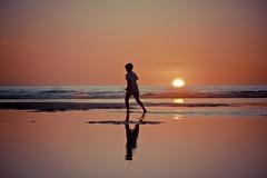 Infancia... (Efren SL) Tags: niño boy children summer sunset beach water sea sun play waves playa verano chico atardecermar agua