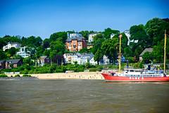 Beach on the Elbe River in Hamburg, Germany (` Toshio ') Tags: toshio hamburg germany german elbe elberiver beach ship house hill river water europe europeanunion european fujixt2 xt2