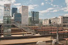 IMG_1977 - Oslo S area (ragnarfredrik) Tags: oslo oslos city rails railwaystation railway buildings architecture barcode topo
