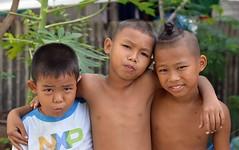 brothers (the foreign photographer - ฝรั่งถ่) Tags: three brothers children boys khlong lard phrao bangkhen bangkok portraits thailand nikon
