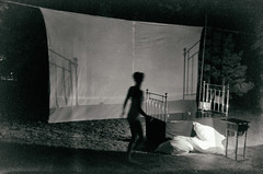 * (elisachris) Tags: schwarzweis blackandwhite bw monochrom dark creepy cinema nacht night kunst art performance berlin ricohgr