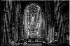 Freiburger Münster (friedrichfrank1966) Tags: church cathèdrale bw blackandwhite silhouettes sw shadows scenery scene trip art white black kirchen nikon d90 sigma 24105 freiburg fribourg münster dom schwarzwald germany rhein light windows fenster säulen