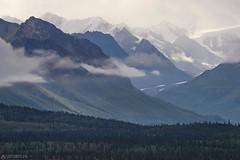 Peaks - Alaska (Captures.ch) Tags: wolken clouds tag day abend sonneuntergang sunset herbst foliage fall alaska matanuska wald valley tal tree sky mountains landschaft landscape hill hügel baum berge forest