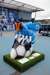 80 - Mike Summer-Bee (zawtowers) Tags: beeinthecity bee worker manchester mancunian symbol heritage icon sculpture public art exhibition summer 2018 mikesummerbee buzzer mcfc manchestercity citeh legend winger citysquare etihad stadium adampekr