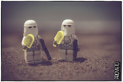 Planet Hoth's climate change (Priovit70) Tags: lego starwars minifigures stormtrooper snowtroopers summer popsicle sea beach olympuspenepl7