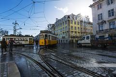 Tram Lisbonne (Terres de lumière photographie) Tags: lisbonne portugal tram terresdelumière rue street streetphoto capitale transport