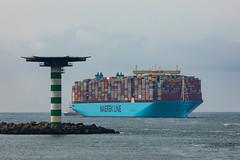 Mumbai Maersk arrival (Peet de Rouw) Tags: containervessel mumbaimaersk maerskline apmterminals maasvlakte maasmond record havenfoto havenfotografie canon5dmarkiv canonef10040014556lisus holland peetderouw denachtdienst