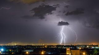 Thunderstorm over the city. / Гроза над городом.