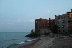 Moonlight Sonata (Flint Foto Factory) Tags: chicago illinois urban city late summer early fall autumn september 2018 north rogerspark neighborhood howardbeach park howardpark beach 7519 neastlaketerrace eastlake moon moonlight evening dusk pm apartments condominiums brick water waves sand lakemichigan lake michigan thursday beingthere