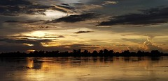 Sunset clouds over the Mekong River in Phon Phisai 2018-08-19 (SierraSunrise) Tags: thailand phonphisai nongkhai isaan esarn mekong rivers mekongriver sky skies reflections sunset nofilter