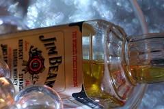Bouteille échantillon de Bourbon Whiskey dans un Whisky Glass (Christian Chene Tahiti) Tags: canon 6d paea tahiti bokeh whisky bourbonwhiskey bille cristal liqueur liquor spirits glass blanc jaune orange pourpre bleu récipient verre