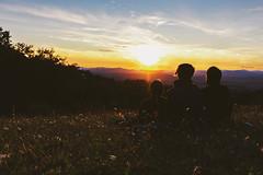 Tramanoto sulla Val d'Orcia (paoloricciotti) Tags: canon canoneos100d eos 100d foto fotografia fotografiadigitale fotografiitaliani fotografi photography photo photographer italianphotographer italianphotographers 1855 1855mmf3556 toscana campinglucherino valdorcia tramonto sunset amiata monteamiata
