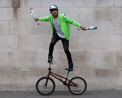 The Performer, Trafalgar Square. (scats21) Tags: cycle bicycle juggling trafalgarsquare london streetperformer