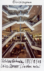 Rolltreppen # 004 # Leica SOFORT Fuji instax mini color - 2018 (íṛíṡíṡôṗĕñ ◎◉◎) Tags: leica sofort fuji instax mini farbe color irisisopen