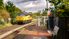 Colas Railfreight Class 56/0 no 56094 at Sutton Parkway on 18-09-2018 with a Barnetby to Barnetby route learner. (kevaruka) Tags: 56094 colour colours color colors colas colasrailfreight suttonparkway nottinghamshire suttoninashfield grid class56 robinhood robinhoodline september 2014 2018 summer autumn composition locomotive trains train trainstation railway rail britishrail networkrail canon canoneos5dmk3 canon5dmk3 canon70200f28ismk2 5d3 5diii 5d 5dmk3 56 flickr thephotographyblog frontpage telephoto telephototrains england yellow orange green solo