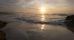 Solpor, Baldaio. (hilariopv) Tags: hilariopv hilarioperez baldaio solpor pordosol atardecer atlántico ocaso horadorada golden sunset seascape acoruña galicia reflejos agosto