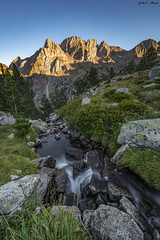 Atardecer sobre las Tucas d'Ixeia (sostingut) Tags: nikon tamron d750 atardecer verano pirineos españa benasque bosque barranco cordillera