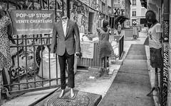 Bric-à-brac à bobos (Photographette76) Tags: paris marais rue street mannequin store boutique photoderue photographiederue streetphotography nb noiretblanc blackandwhite bw
