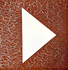 Triangle (XoMEoX) Tags: triangle dreieck sign zeichen zeiger wegweiser linien lines decay verfall minimal minimalistic minimalism minimalismus detail iphone iphone6 richtung direction right rechts zweifarbig duotone abstract abstrakt risse cracks pattern muster